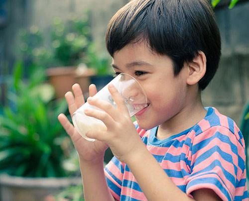 Tip Memberikan Susu UHT Pada Anak