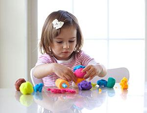 Manfaat Bermain Play Dough, Anak Lebih Cerdas Salah Satunya
